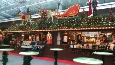 クリスマスマーケットのスタンドカフェ