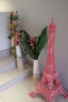 ピンクのエッフェル塔とお菓子のお花達