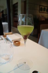 カクテルのような美しい緑茶