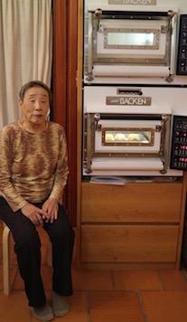 なぜかシュー生地を焼いてるオーブンと記念撮影(笑)