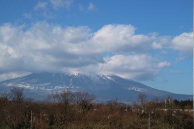 今年の初富士には雲がかかっていました