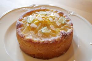 洋梨とライムのバターケーキ